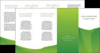 modele depliant 4 volets  8 pages  espaces verts vert fond vert couleur MLGI67202